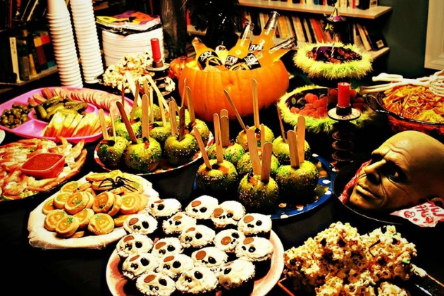 Праздничный стол на Хэллоуин 2020 года