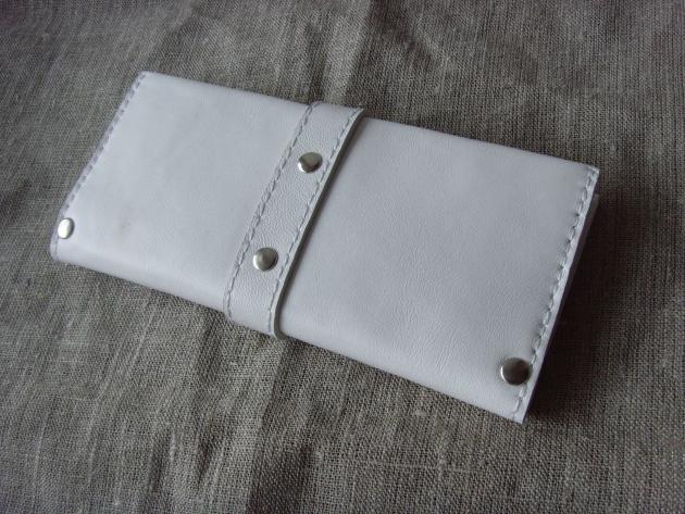 Белый кошелек
