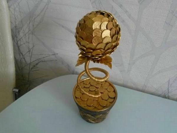 Цветок из монет