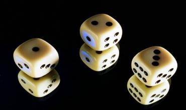 Гадание на игральных костях онлайн, предсказания по костяшкам