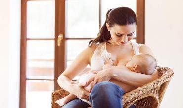 Нужно ли кормить ребенка грудью?