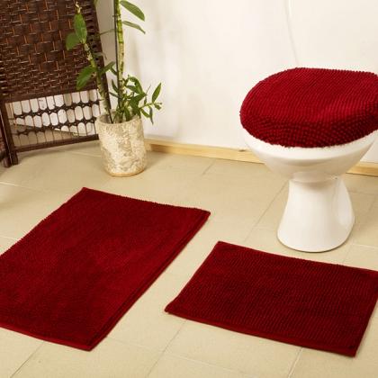 Бордовый коврик в туалете
