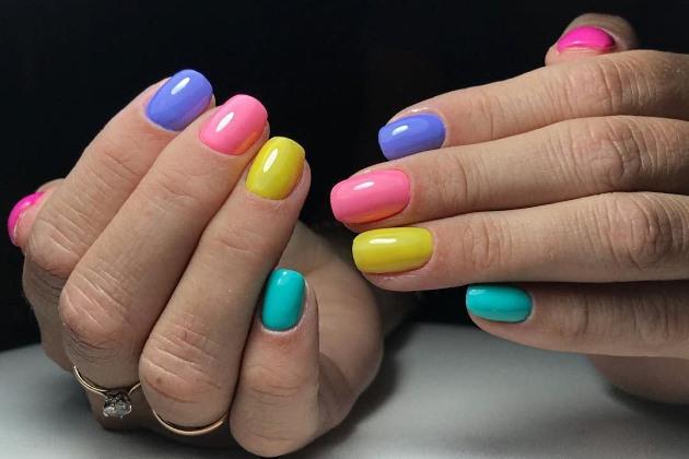 Цветной маникюр